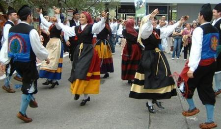Traje tipico regional asturiano. Bailes. Asturias.